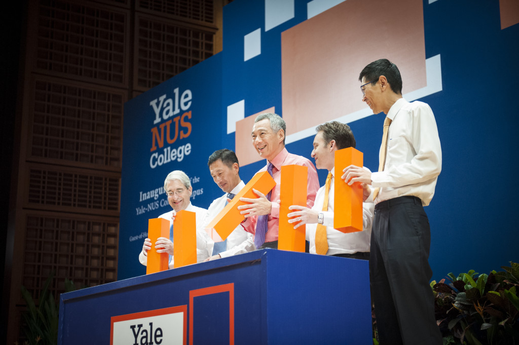 PM Lee, Co-Acting Education Minister Ong Ye Kung and the three presidents of Yale, NUS and Yale-NUS launching the Yale-NUS campus. (Public Affairs)